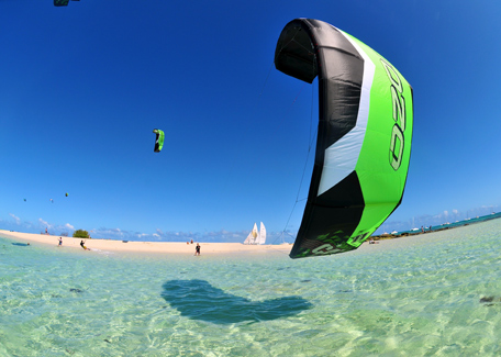 Kitesurf in the islet in New Caledonia