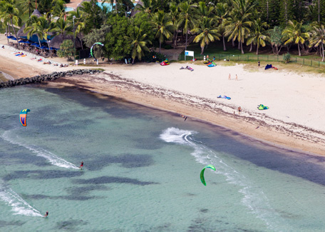 Kitesurf in the Meridien beach in Noumea