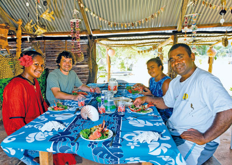 dine in tribe in Maré